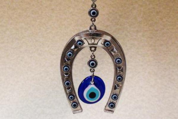 1f498d1a6bf6 Un ojo turco con herradura es buena para las finanzas