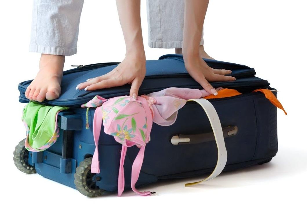 soñar con maleta llena de ropa