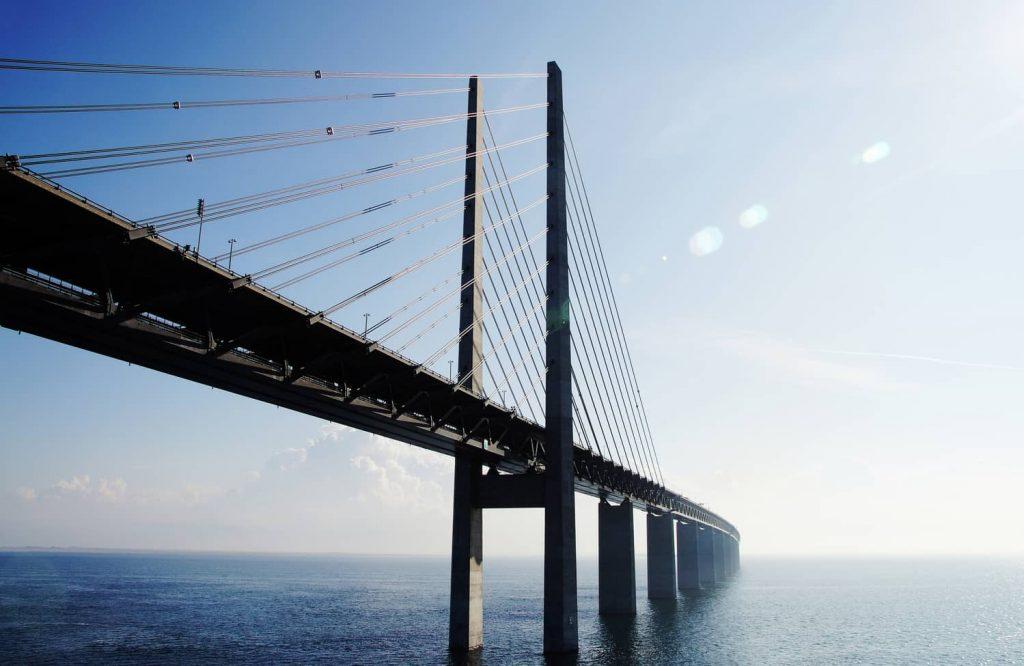 soñar con puente y agua