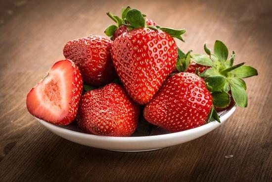 soñar con fresas podridas