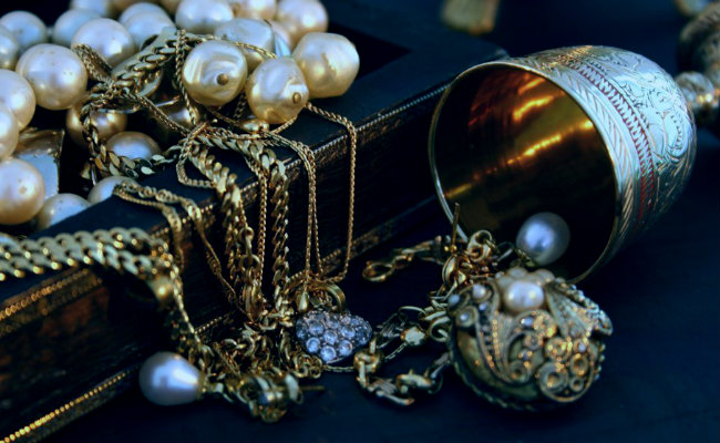soñar con joyas encontradas
