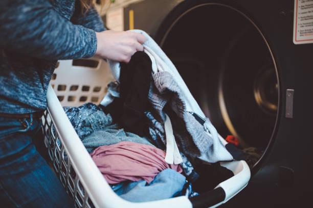 soñar con lavar ropa de otra persona