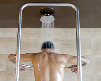 soñar con ducharse con ropa