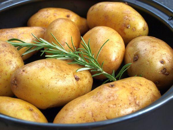 soñar con patatas peladas