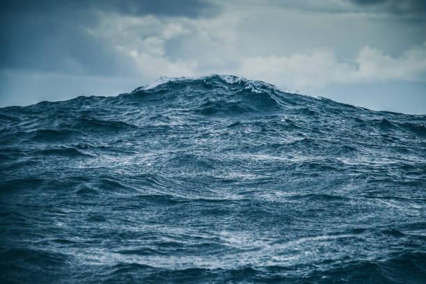 soñar con olas grandes de mar