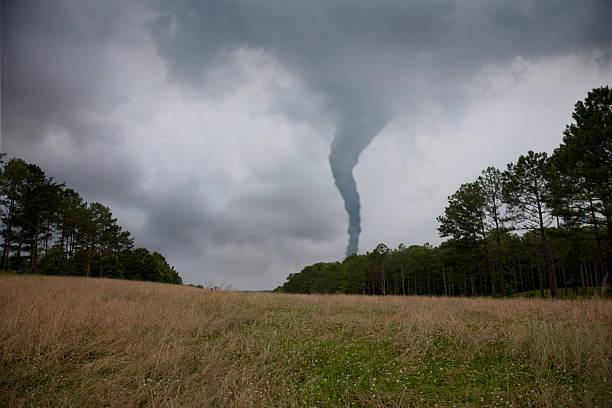 soñar con tornados negro