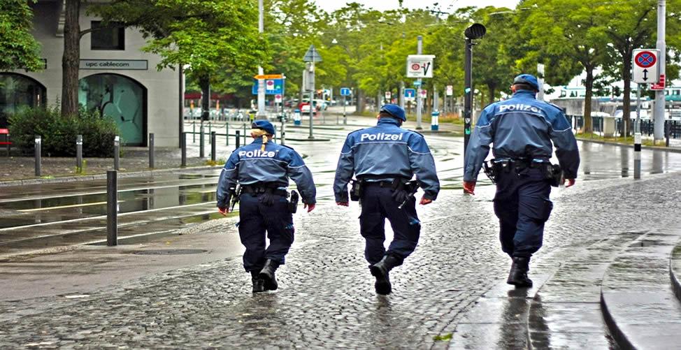 soñar con policia amable