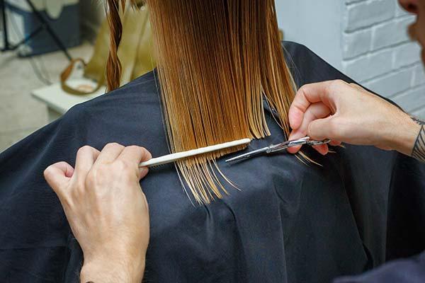 soñar con cortarse el pelo a uno mismo