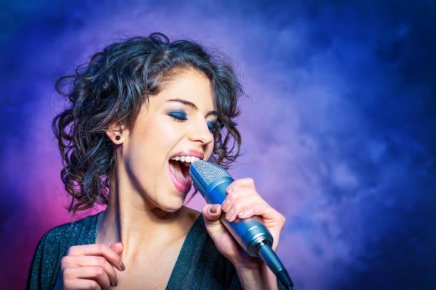 soñar con cantar bien