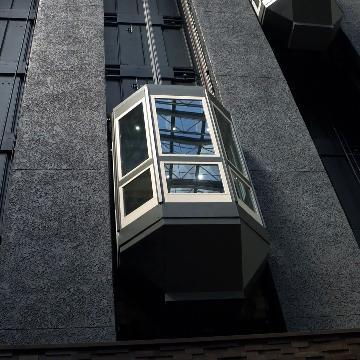 soñar con ascensor sin paredes