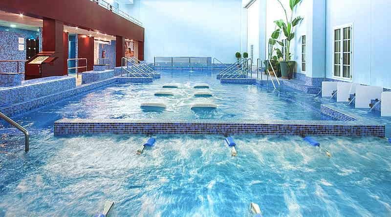 soñar con piscina grande