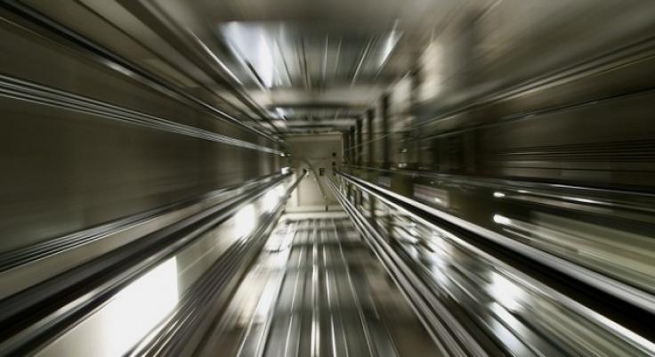 soñar con ascensor lleno de gente