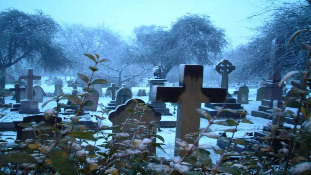 soñar con cementerio antiguo
