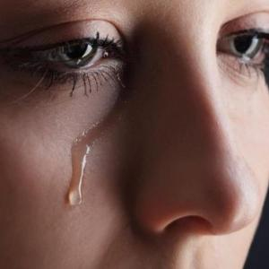soñar con llorar sangre