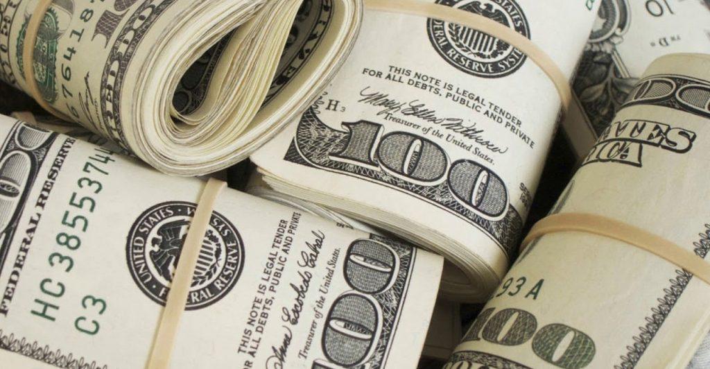 soñar con dinero debajo del colchon