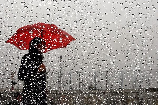 soñar con lluvia dentro de casa