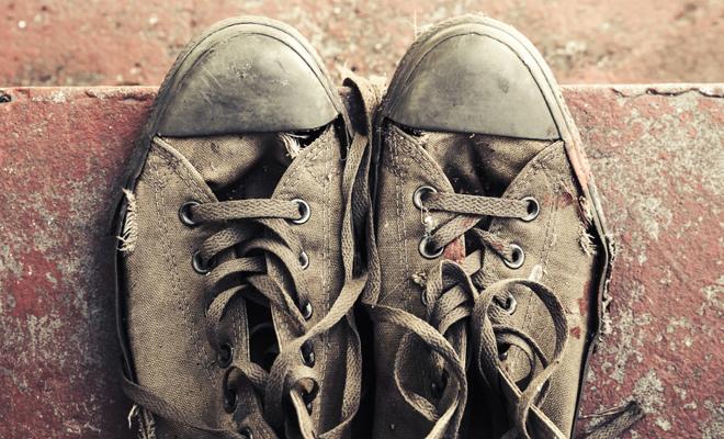 soñar con zapatos de hombre